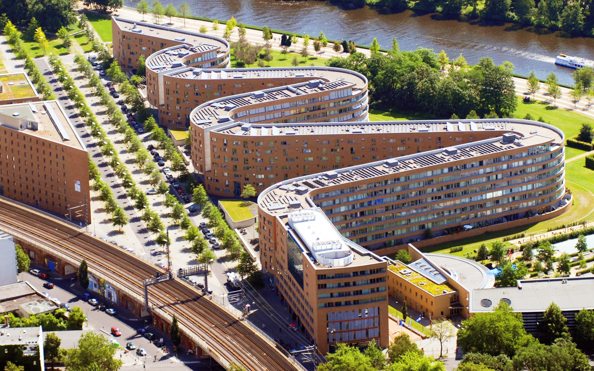 "In Berlin it is called the ""Federal Serpent"" [Bundesschlange]. The curvy building complex designed by architect Georg Bumiller is 500 meters long and accommodates 437 apartments."