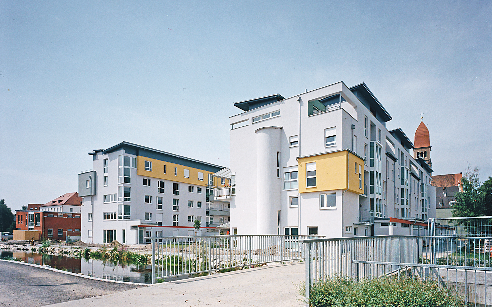 A residential complex was built in the Mühlbach district of Augsburg in 2000.